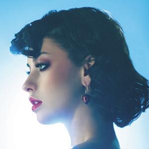 Muy linda esta chica, y con muy buena voz