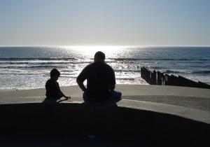 http://www.webcurioso.com/wp-content/uploads/2012/09/despedida-de-un-padre-y-su-hijo.jpg